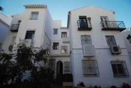 Вид на виллу/дом снаружи. Испания, Нерха : Изысканные апартаменты с общим бассейном, барбекю и садом в районе пляжа Бурриана в Нерхе, 3 спальни, ванная комната, Wi-Fi.