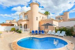 Вид на виллу/дом снаружи. Испания, Сьюдад Кесада : Фантастическая отдельная вилла с 4 спальнями и 2 ванными комнатами и собственным бассейном, идеально подходит для семейного отдыха.