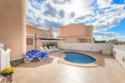 Бассейн. Испания, Сьюдад Кесада : Фантастическая отдельная вилла с 4 спальнями и 2 ванными комнатами и собственным бассейном, идеально подходит для семейного отдыха.