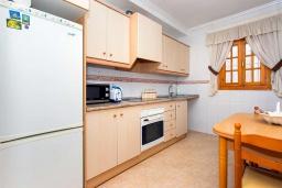 Кухня. Испания, Сьюдад Кесада : Фантастическая отдельная вилла с 4 спальнями и 2 ванными комнатами и собственным бассейном, идеально подходит для семейного отдыха.