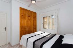 Спальня. Испания, Сьюдад Кесада : Идеальная вилла для отдыха на Коста Бланка, в нескольких минутах езды от всех удобств и потрясающих пляжей, с 3 спальнями, 1 ванной комнатой и частным бассейном.