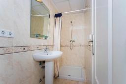 Ванная комната. Испания, Сьюдад Кесада : Большой семейный таунхаус с 3 спальнями и 4 ванными комнатами, удобно расположенный всего в нескольких минутах ходьбы от ближайших магазинов и главного города Кесада.
