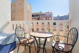 Балкон. Испания, Торревьеха : Красивые апартаменты расположенные менее чем в 400 метрах от популярного пляжа в Торревьехе, с 1 спальней и 1 ванной комнатой