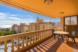 Балкон. Испания, Торревьеха : Просторная квартира с 2 спальнями и 2 ванными комнатами, всего в 500 метрах от потрясающих белых песчаных пляжей.