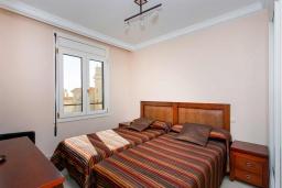Спальня. Испания, Торревьеха : Просторная квартира с 2 спальнями и 2 ванными комнатами, всего в 500 метрах от потрясающих белых песчаных пляжей.