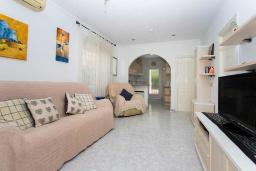 Гостиная / Столовая. Испания, Сьюдад Кесада : Красивый таунхаус с 2 спальнями и 1 ванной комнатой в закрытом сообществе в популярном районе Донья Пепа.