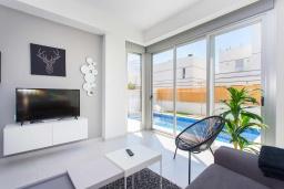 Гостиная / Столовая. Испания, Сьюдад Кесада : Современная вилла с 3 спальнями и 3 ванными с собственным бассейном расположенная менее чем в 5 минутах ходьбы от коммерческого района Донья Пепа.
