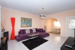 Гостиная / Столовая. Испания, Сьюдад Кесада : Восхитительный таунхаус с 2 спальнями и 2 ванными комнатами, в популярном районе Донья Пепа, в идеальном месте, рядом со всеми удобствами.