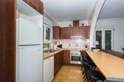 Кухня. Испания, Сьюдад Кесада : Прекрасная вилла в Сьюдад Кесада с частным бассейном, 3 спальнями, 2 ванными комнатами, кондиционером и бесплатным Wi-Fi
