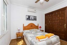 Спальня. Испания, Сьюдад Кесада : Прекрасная вилла в Сьюдад Кесада с частным бассейном, 3 спальнями, 2 ванными комнатами, кондиционером и бесплатным Wi-Fi