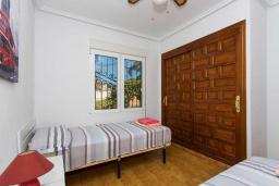 Спальня 2. Испания, Сьюдад Кесада : Прекрасная вилла в Сьюдад Кесада с частным бассейном, 3 спальнями, 2 ванными комнатами, кондиционером и бесплатным Wi-Fi