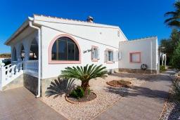 Вид на виллу/дом снаружи. Испания, Сьюдад Кесада : Красивая вилла в средиземноморском стиле для отдыха на Коста Бланка, 2 спальни, 2 ванные комнаты и частный бассейн