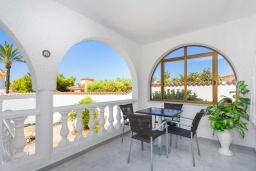 Терраса. Испания, Сьюдад Кесада : Красивая вилла в средиземноморском стиле для отдыха на Коста Бланка, 2 спальни, 2 ванные комнаты и частный бассейн