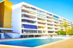Вид на виллу/дом снаружи. Испания, Торревьеха : Прекрасная современная квартира, со свежим ремонтом, кондиционерами и Wifi, расположена на пляже Росио-дель-Мар.