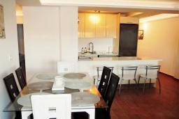 Студия (гостиная+кухня). Испания, Торревьеха : Прекрасная современная квартира, со свежим ремонтом, кондиционерами и Wifi, расположена на пляже Росио-дель-Мар.