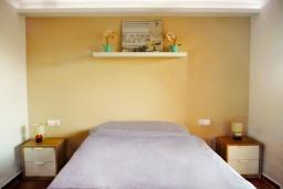 Спальня. Испания, Торревьеха : Прекрасная современная квартира, со свежим ремонтом, кондиционерами и Wifi, расположена на пляже Росио-дель-Мар.
