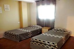 Спальня 2. Испания, Торревьеха : Прекрасная современная квартира, со свежим ремонтом, кондиционерами и Wifi, расположена на пляже Росио-дель-Мар.