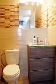 Ванная комната 2. Испания, Торревьеха : Прекрасная современная квартира, со свежим ремонтом, кондиционерами и Wifi, расположена на пляже Росио-дель-Мар.