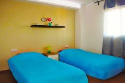 Спальня 3. Испания, Торревьеха : Прекрасная современная квартира, со свежим ремонтом, кондиционерами и Wifi, расположена на пляже Росио-дель-Мар.