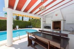 Летняя кухня. Испания, Сьюдад Кесада : Красивая и очень просторная вилла с 3 спальнями и 2 ванными комнатами с большим частным бассейном.