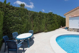 Зона отдыха у бассейна. Испания, Сьюдад Кесада : Красивая и очень просторная вилла с 3 спальнями и 2 ванными комнатами с большим частным бассейном.