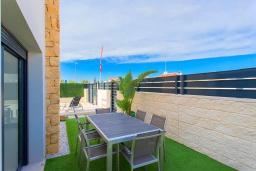 Обеденная зона. Испания, Сьюдад Кесада : Совершенно новая вилла с 3 спальнями и 2 ванными с собственным бассейном, расположенная менее чем в 10 минутах ходьбы от центра Сьюдад Кесада.