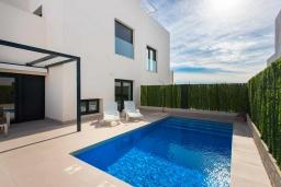 Бассейн. Испания, Сьюдад Кесада : Совершенно новая вилла с 3 спальнями и 2 ванными с собственным бассейном, расположенная менее чем в 10 минутах ходьбы от центра Сьюдад Кесада.
