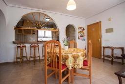Гостиная / Столовая. Испания, Сьюдад Кесада : Прекрасная отдельная вилла с большим частным бассейном, 3 спальнями и 2 ванными комнатами, расположенная в небольшом городке Сьюдад Кесада