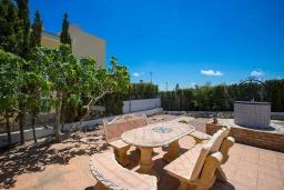 Обеденная зона. Испания, Сьюдад Кесада : Фантастическая отдельная вилла с большим частным бассейном и просторной территорией с пальмами, расположенная в тихом эксклюзивном районе.