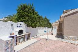 Зона барбекю / Мангал. Испания, Сьюдад Кесада : Фантастическая отдельная вилла с большим частным бассейном и просторной территорией с пальмами, расположенная в тихом эксклюзивном районе.