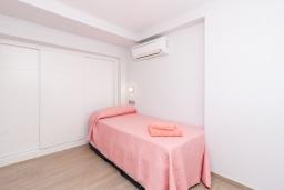 Спальня. Испания, Альмуньекар : Замечательные двухуровневые апартаменты на берегу моря в центре Альмуньекара, 3 спальни, 2 ванные комнаты, Wi-Fi.