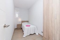 Спальня 3. Испания, Альмуньекар : Замечательные двухуровневые апартаменты на берегу моря в центре Альмуньекара, 3 спальни, 2 ванные комнаты, Wi-Fi.
