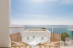 Терраса. Испания, Альмуньекар : Замечательные двухуровневые апартаменты на берегу моря в центре Альмуньекара, 3 спальни, 2 ванные комнаты, Wi-Fi.
