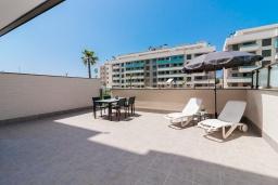 Терраса. Испания, Торремолинос : Фантастические апартаменты с детской площадкой, теннисным кортом, кондиционером и бассейном в Торремолиносе, в 300 м от пляжа Лос-Аламос и в 600 м от пляжа Кампо-де-Гольф, 2 спальни, 2 ванные комнаты, Wi-Fi.