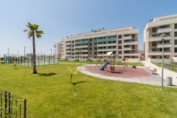 Детская площадка. Испания, Торремолинос : Фантастические апартаменты с детской площадкой, теннисным кортом, кондиционером и бассейном в Торремолиносе, в 300 м от пляжа Лос-Аламос и в 600 м от пляжа Кампо-де-Гольф, 2 спальни, 2 ванные комнаты, Wi-Fi.