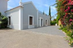 Территория. Испания, Эстепона : Сказочная вилла с частным бассейном, собственной парковкой, зеленым садом с барбекю в урбанизации El Paraiso Medio в городе Эстепона, в 1,2 км от пляжа Эль-Саладильо и в 2,5 км от пляжа Сан-Педро, 4 спальни, 4 ванные комнаты, Wi-Fi.