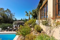 Территория. Испания, Михас-Коста : Очаровательная семейная вилла с частным бассейном, садом с барбекю и камином на склоне Михаса, в 10 минутах езды на автомобиле от набережной Фуэнхиролы, 4 спальни, 4 ванные комнаты, Wi-Fi.