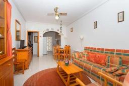 Гостиная / Столовая. Испания, Сьюдад Кесада : Прекрасный дом с 2 спальнями, 2 ванными комнатами, является частью охраняемого закрытого сообщества в самом сердце Донья Пепа, в нескольких минутах ходьбы от всех местных удобств.