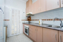 Кухня. Испания, Сьюдад Кесада : Прекрасный дом с 2 спальнями, 2 ванными комнатами, является частью охраняемого закрытого сообщества в самом сердце Донья Пепа, в нескольких минутах ходьбы от всех местных удобств.