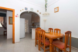 Обеденная зона. Испания, Сьюдад Кесада : Прекрасный дом с 2 спальнями, 2 ванными комнатами, является частью охраняемого закрытого сообщества в самом сердце Донья Пепа, в нескольких минутах ходьбы от всех местных удобств.