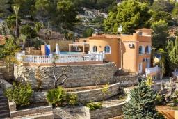 Вид на виллу/дом снаружи. Испания, Кальпе : Эксклюзивная просторная вилла расположенная в Кальпе, с современным интерьером, с частным бассейном, с захватывающим открытым панорамным видом на море и побережье