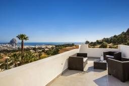 Вид на море. Испания, Кальпе : Эксклюзивная просторная вилла расположенная в Кальпе, с современным интерьером, с частным бассейном, с захватывающим открытым панорамным видом на море и побережье