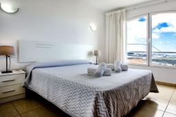 Спальня 2. Испания, Кальпе : Эксклюзивная просторная вилла расположенная в Кальпе, с современным интерьером, с частным бассейном, с захватывающим открытым панорамным видом на море и побережье