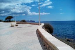 Территория. Испания, Кальпе : Апартаменты на первой линии моря в Кальпе с потрясающим видом на море, всего в 100 метрах от пляжа Леванте.