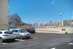 Парковка. Испания, Кальпе : Апартаменты на первой линии моря в Кальпе с потрясающим видом на море, всего в 100 метрах от пляжа Леванте.