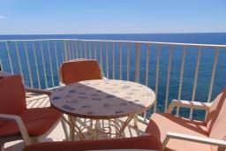 Балкон. Испания, Кальпе : Апартаменты на первой линии моря в Кальпе с потрясающим видом на море, всего в 100 метрах от пляжа Леванте.