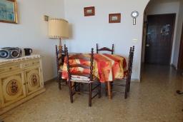 Обеденная зона. Испания, Кальпе : Апартаменты на первой линии моря в Кальпе с потрясающим видом на море, всего в 100 метрах от пляжа Леванте.
