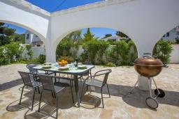 Зона барбекю / Мангал. Испания, Аларо : Светлая, комфортабельная вилла со всеми удобствами, с спальнями, 4 ванными комнатами, частным бассейном и парковкой