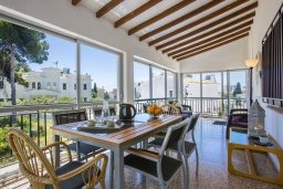 Обеденная зона. Испания, Аларо : Светлая, комфортабельная вилла со всеми удобствами, с спальнями, 4 ванными комнатами, частным бассейном и парковкой
