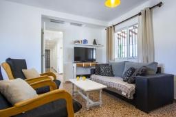 Гостиная / Столовая. Испания, Аларо : Светлая, комфортабельная вилла со всеми удобствами, с спальнями, 4 ванными комнатами, частным бассейном и парковкой